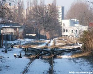 Rozjazdy początkowej stacji kolejki szprotawskiej Zielona Góra Pólnoc, 300 m od budynku Dworca Szprotawskiego. Stan współczesny (luty 2006). Fot. Alicja Pawlak, PTKraj.
