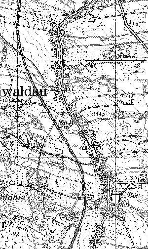 Fragment niemieckiej mapy topograficznej Broniszowa z 1933 r. W dolnej części, na lewo od zabudowań wsi widać Haltepunkt (Hp). Można chyba odczytać nitkę bocznicy, ale napewno nie widać zaznaczonych żadnych trwałych zabudowań.