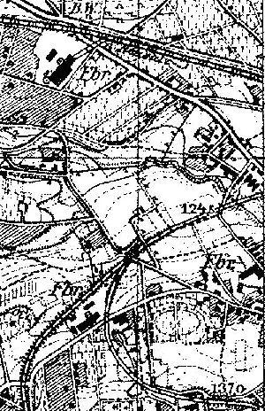 Mapa topograficzna, 1933 r. W centrum łuk toru kolei szprotawskiej i bocznica. Prosty odcinek między fabrykami to prawdopodobnie rejon obiektu Feibweg