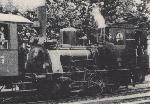 Parowóz T-3 w Dniu Ojca 1939 r. na dworcu Grunberg - Oberstadt. Lokomotywa wyposażona jest już w elektryczne lampy oraz sprzęgi. Fot. z czasopisma Modellbahnzeitschrift